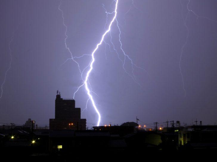 ホームシアター アンテナ サージプロテクター 雷対策 故障