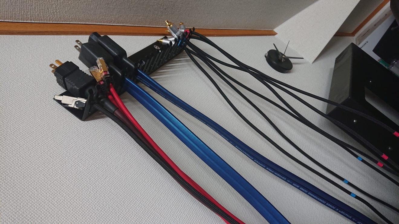 余ったケーブルをケーブルハンガーで飾って収納~One Control Cable Hanger(1)